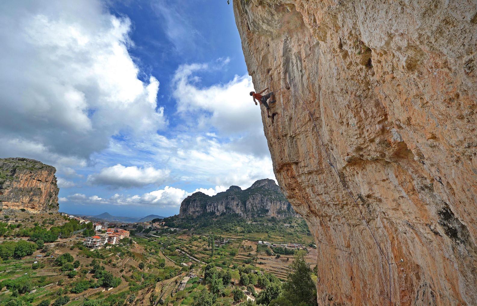 Free climbing - foto tratta da http://www.ulassaiclimbing.com/
